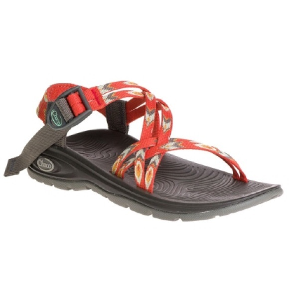 12f95681443d New Chaco feathered red sandals